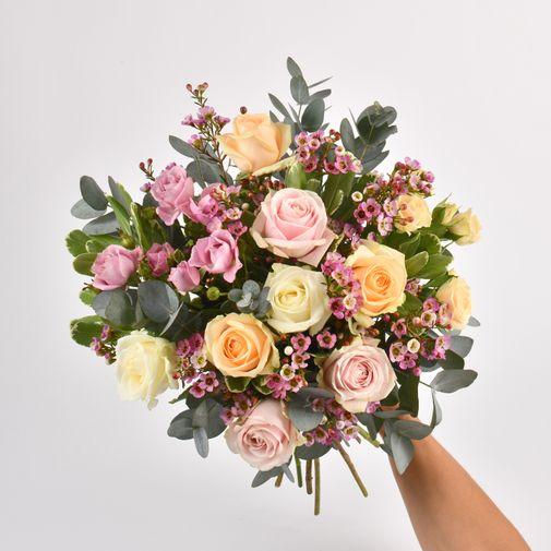 Bouquet de roses Délicatesse et sa bougie parfumée Esteban