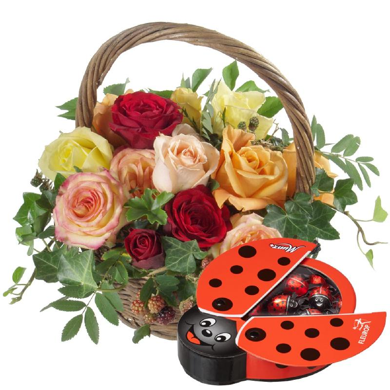 Bouquet de fleurs A Basket full of Happiness with chocolate ladybird