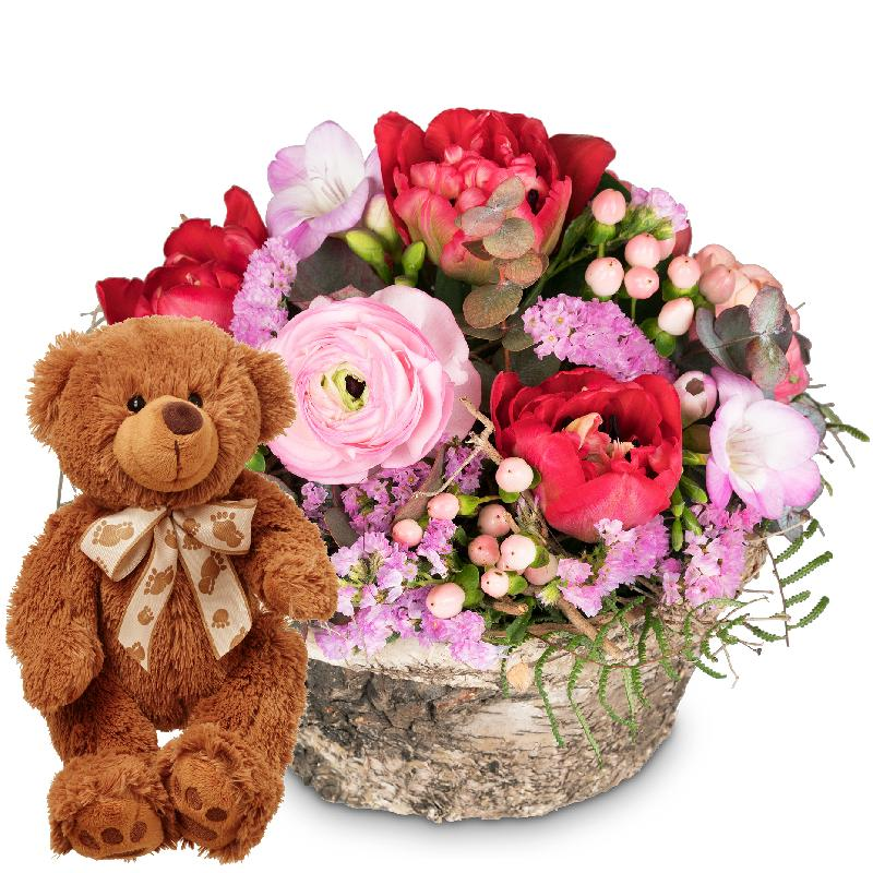 Bouquet de fleurs Delicate spring basket with teddy bear (brown)