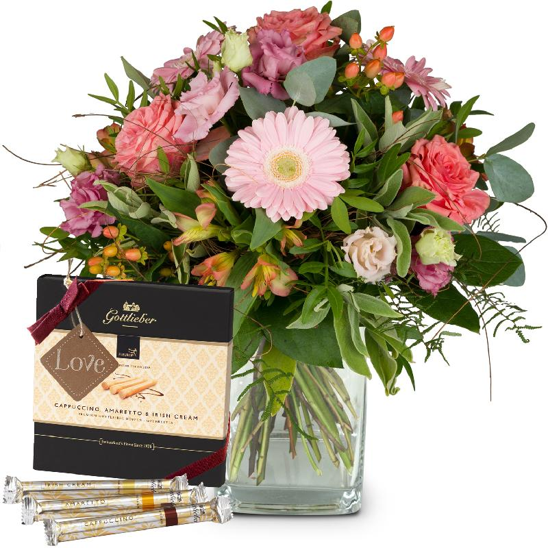 Bouquet de fleurs Sweet Romance with Gottlieber Hüppen and hanging gift tag «L