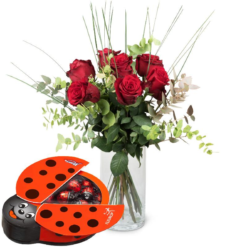 Bouquet de fleurs 7 Red Roses with greenery and chocolate ladybird