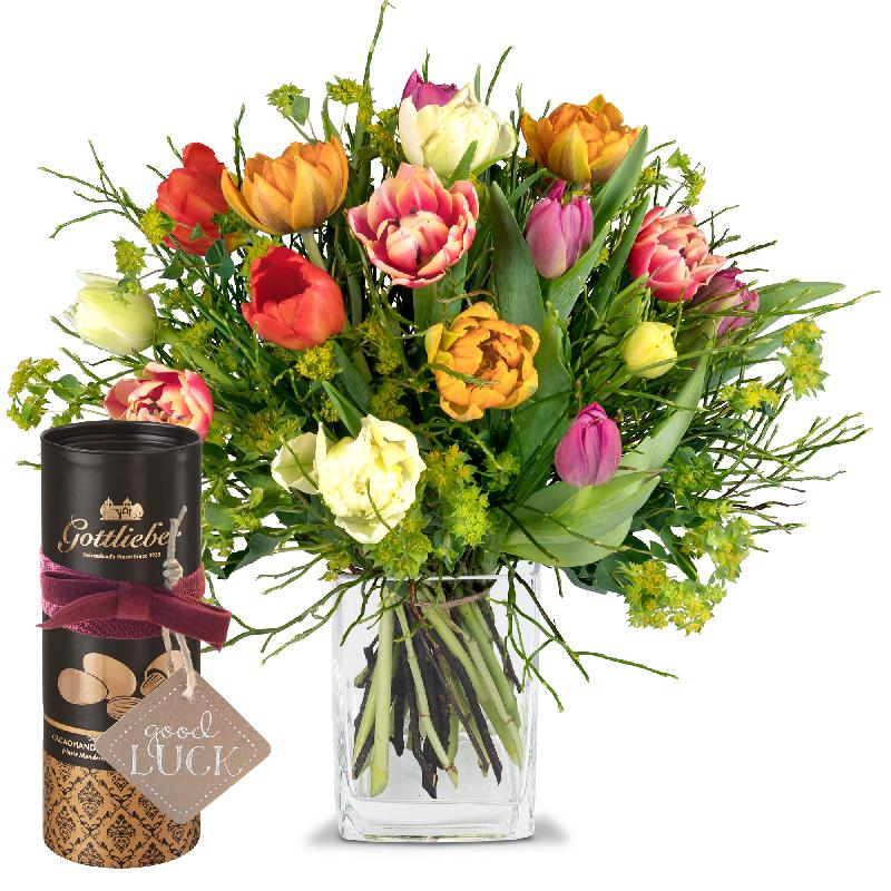 Bouquet de fleurs Colorful Bouquet of Tulips with Gottlieber cocoa almonds and