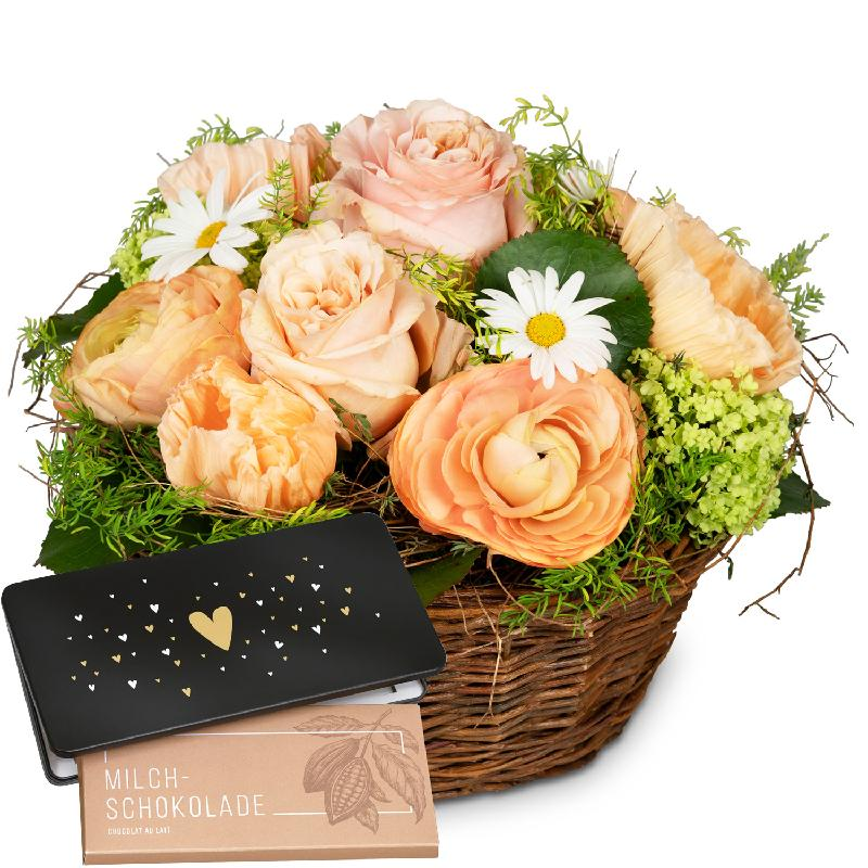 Bouquet de fleurs Romantic Floral Reverie with bar of chocolate «Heart»