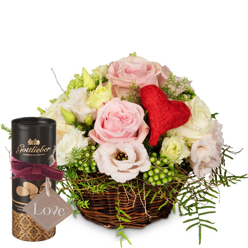 Bouquet de fleurs A Basket Filled with Love with Gottlieber cocoa almonds and