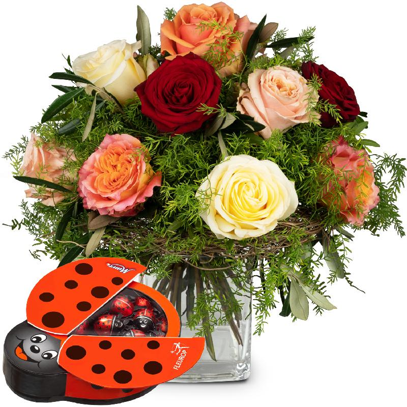Bouquet de fleurs Fairy Tale of Roses with chocolate ladybird