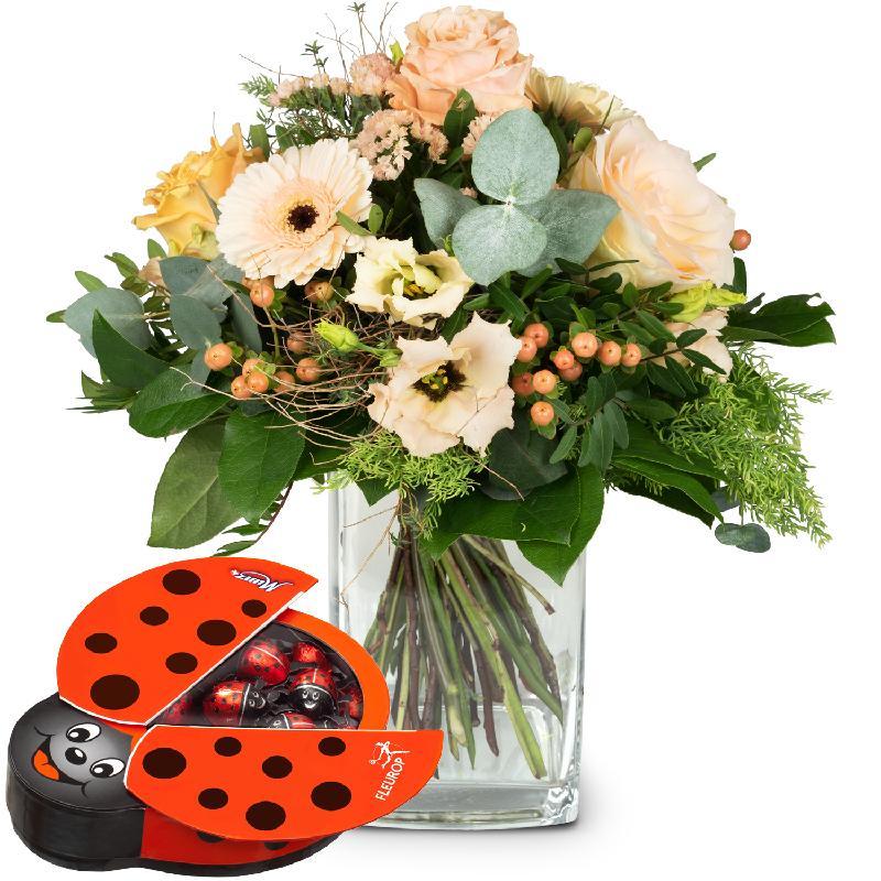 Bouquet de fleurs Delicate Seasonal Bouquet with chocolate ladybird