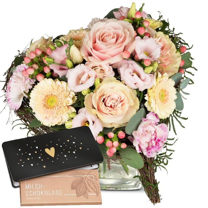 Bouquet de fleurs From the Heart, with bar of chocolate «Heart»