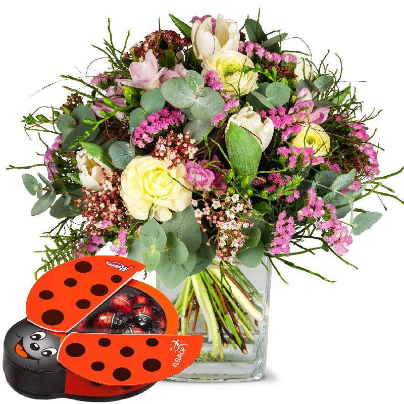 Bouquet de fleurs Tender Spring Greetings with chocolate ladybird