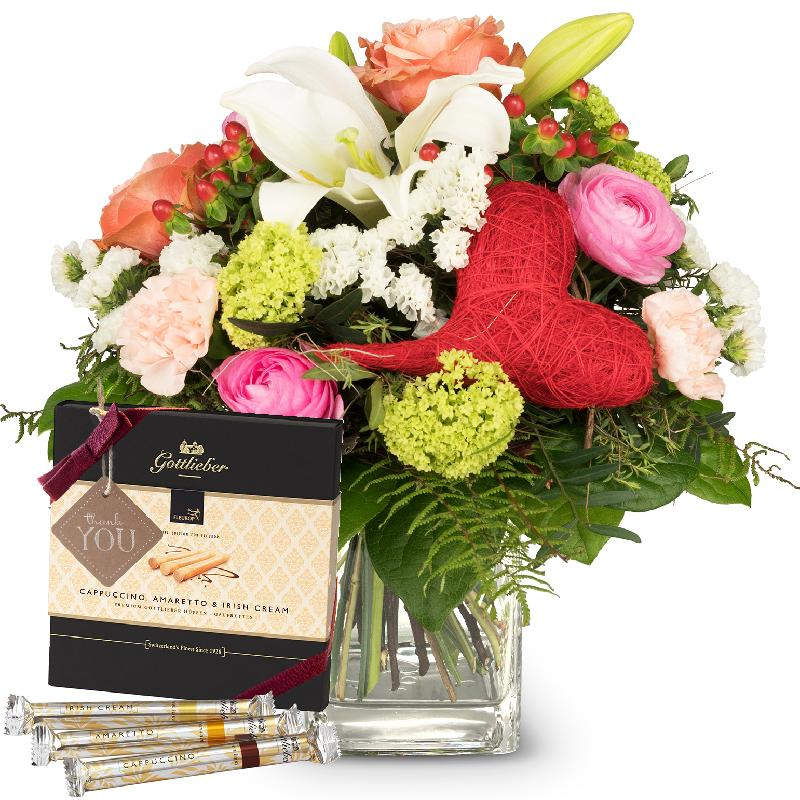 Bouquet de fleurs Mother's Day Bouquet with Gottlieber Hüppen and hanging gift