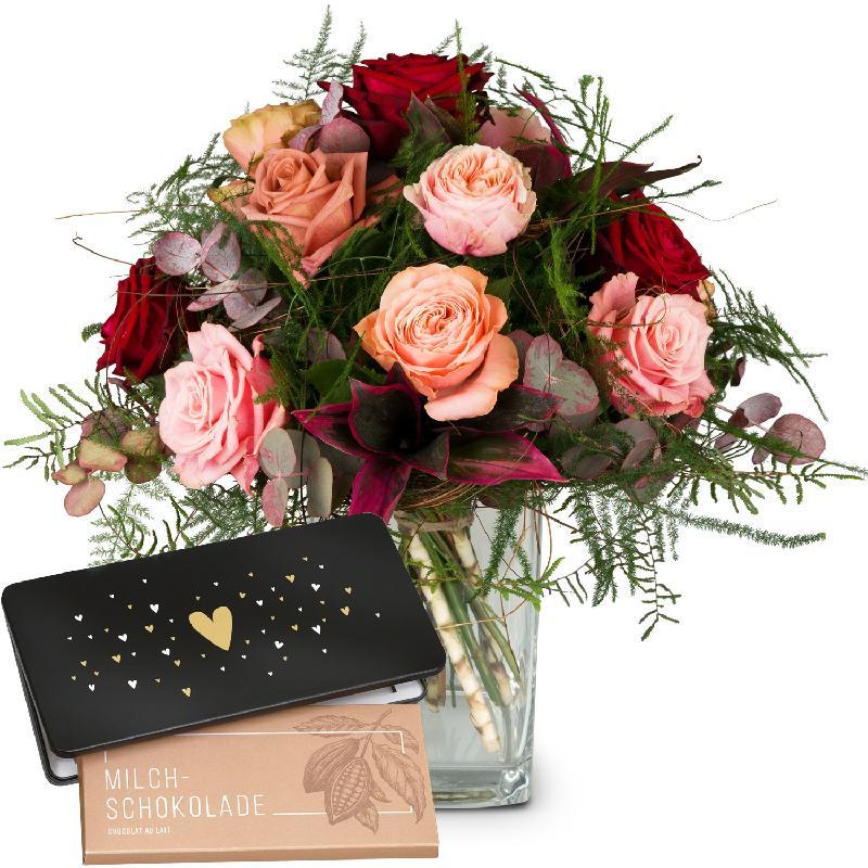 Bouquet de fleurs Romantic Roses with bar of chocolate «Heart»