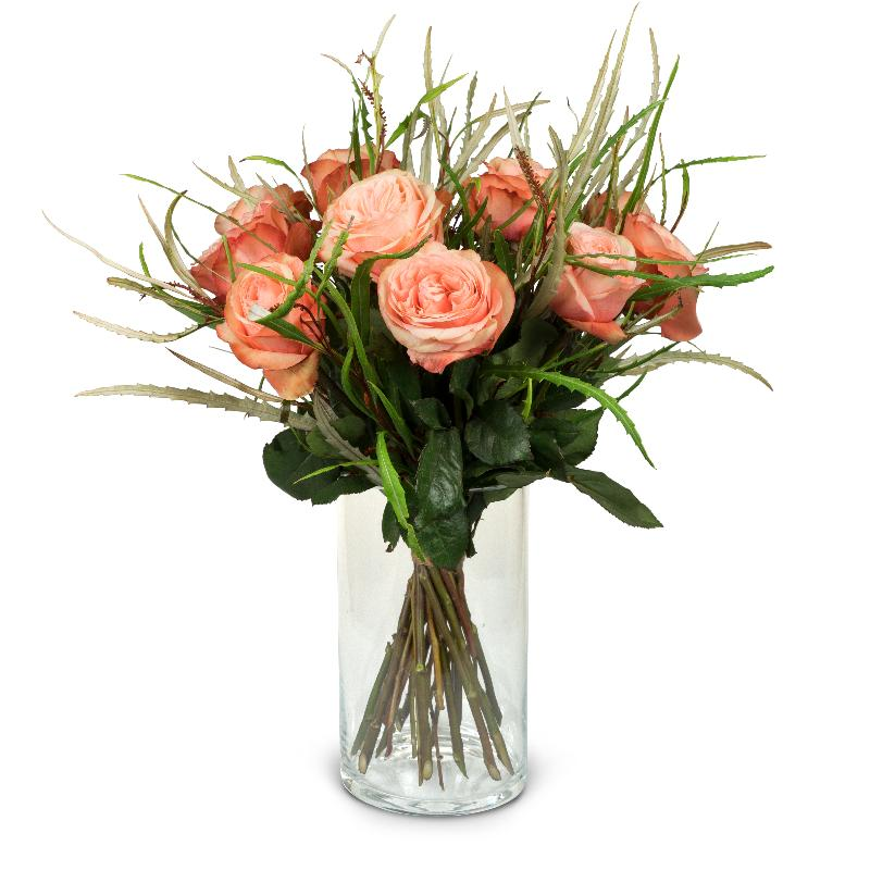Bouquet de fleurs 12 Salmon Colored Roses with greenery