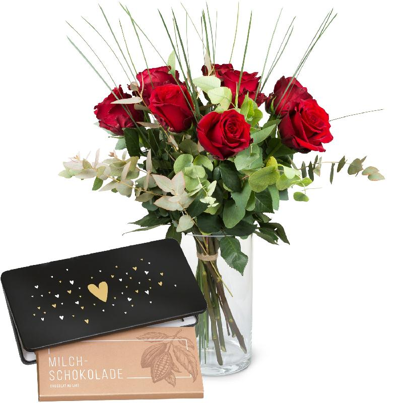 Bouquet de fleurs 9 Red Roses with greenery and bar of chocolate «Heart»