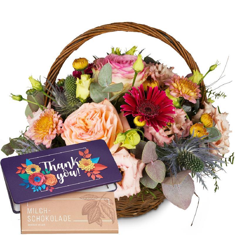 Bouquet de fleurs Romantic Seasonal Basket with bar of chocolate «Thank you»