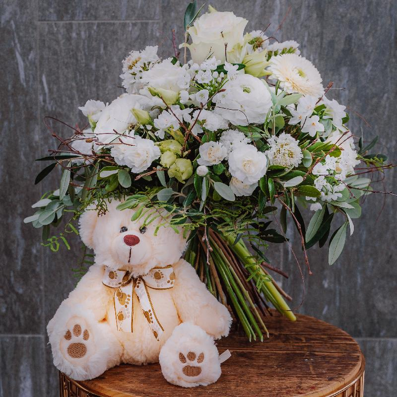 Bouquet de fleurs «Natural Beauty»  created by a Master with teddy bear (white