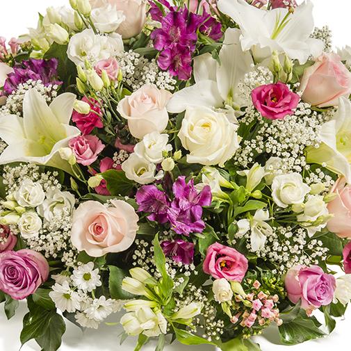 Fleurs deuil Coupe de fleurs variées pastel avec roses