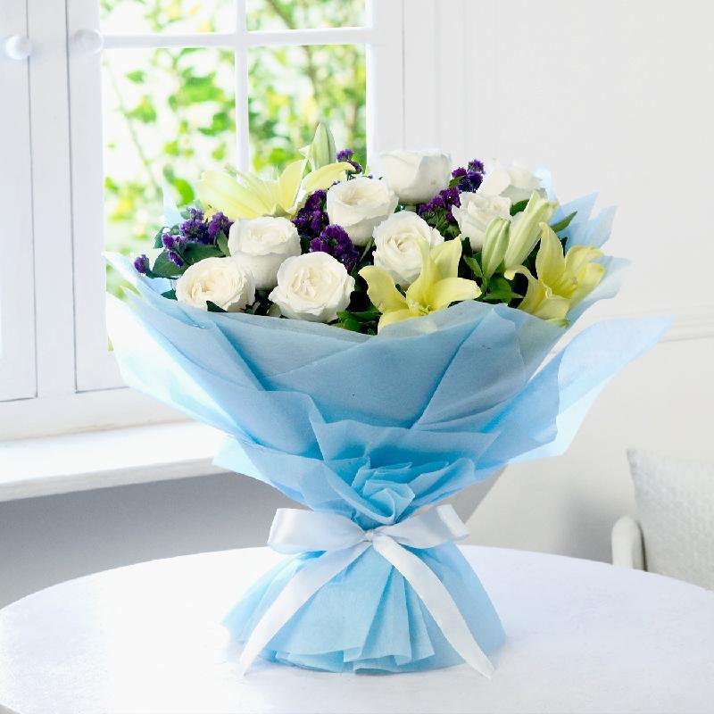 Bouquet de fleurs A Tale of Roses & Lilies