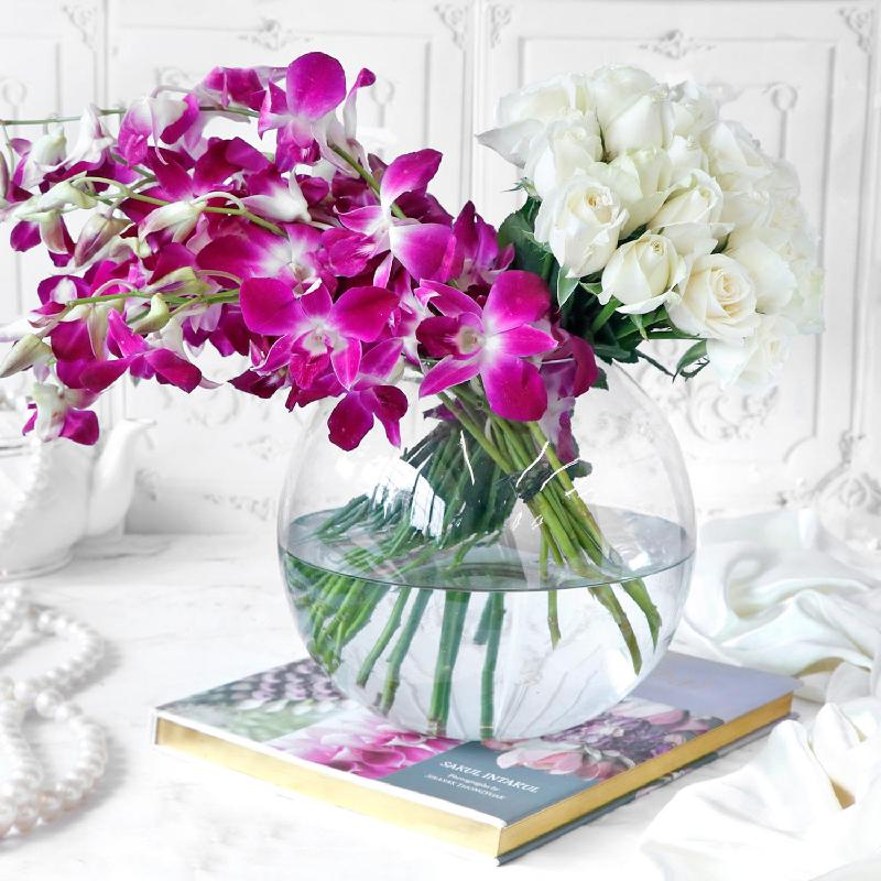 Bouquet de fleurs Assorted Flowers in Globe Vase