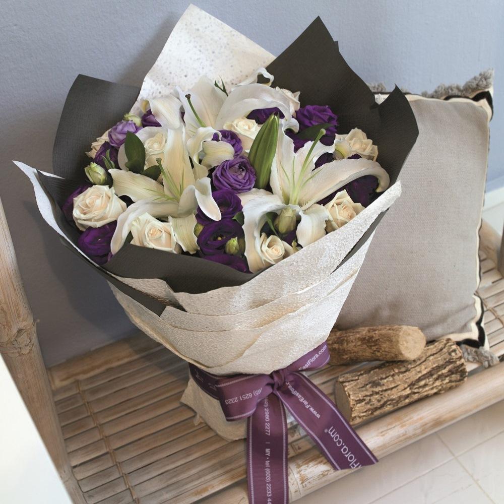 Bouquet de fleurs Mixed Cut Flowers White and Purple